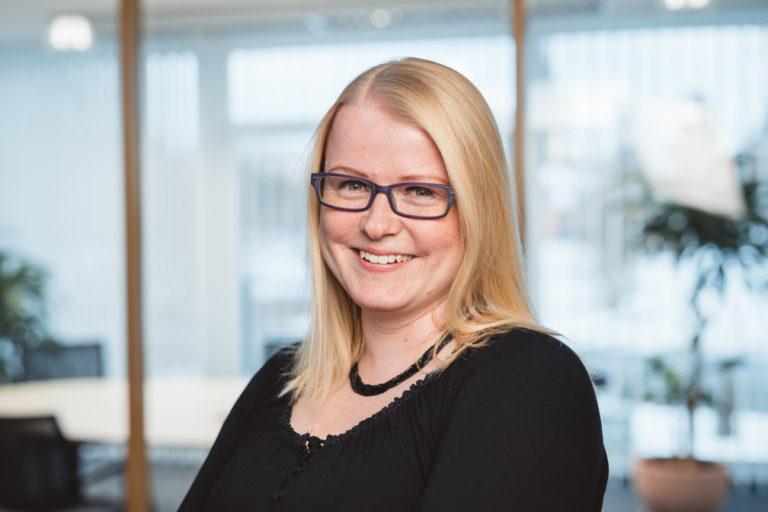 Bettina Rauch, Assistentin der Geschäftsleitung – 07733-505-8710 – b.rauch@kerschbaumer.de